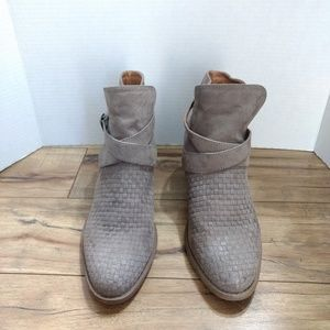 The Buckle Daytrip Suede Pull On Ankle Boots 10